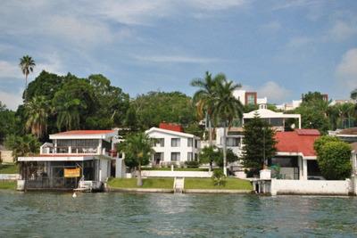 Tequesquitengo Casa A La Orilla Del Lago En Renta O Venta