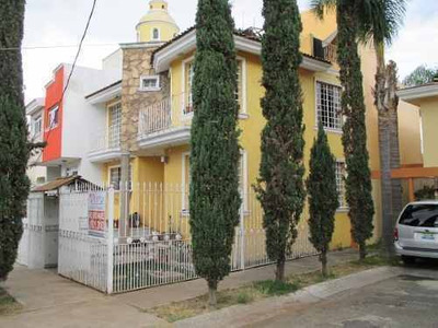 Colinas Del Rey - Se Remata Casa Para Remodelar - 5 Rec.
