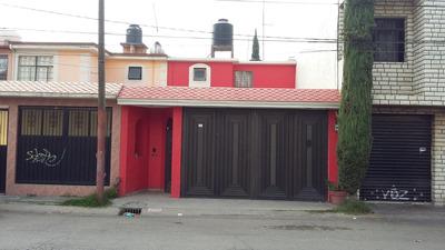 Bonita Casa De Dos Niveles Sobre Avenida