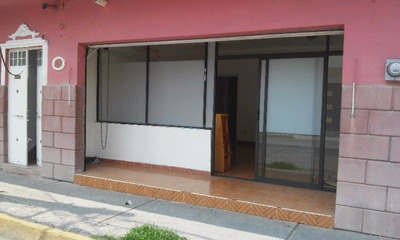 Amplio Local Comercial Con Oficina En Magnifica Zona