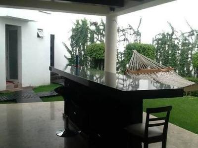 Casa En Condominio En Lomas Altas, Priv. Rosaleda