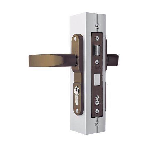 Cerradura para puerta residencial en aluminio blanco 3055 for Cerraduras para puertas de aluminio